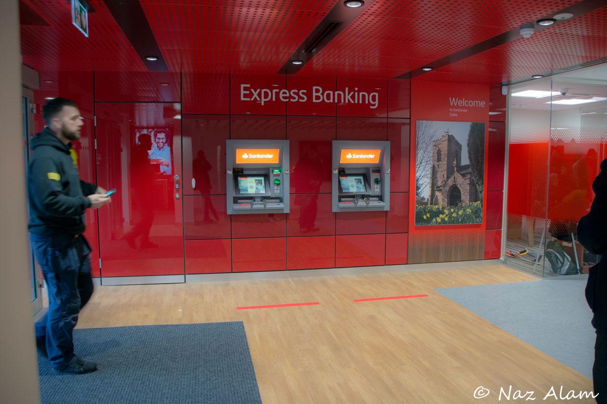 Santander_Bank_Reopens_after_refurb_2