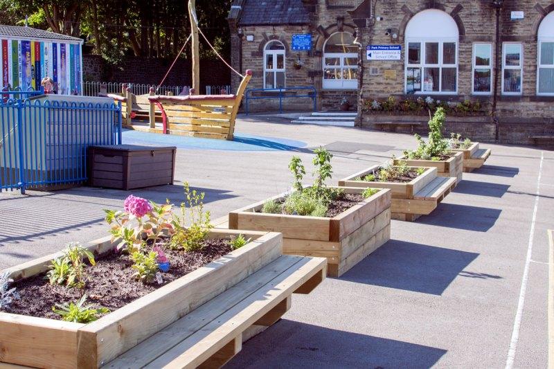 Park Primary - new planters